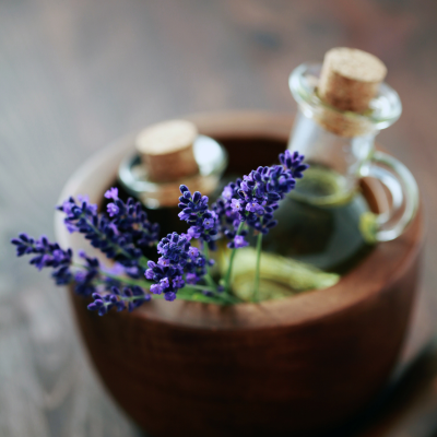 9 Essential Oil Gifts and DIY Gift Ideas for Oil Lovers